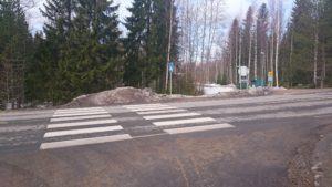Kevyen liikenteen väylä loppuu lumipenkkaan