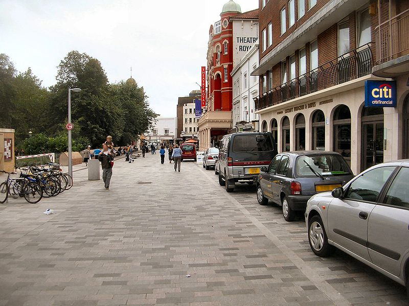 800px-new_road_brighton_-_shared_space