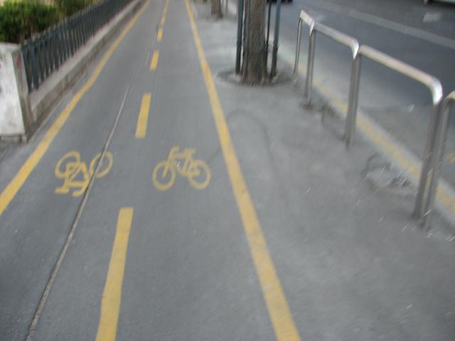 Budapest kaksisuuntainen kaistoitettu pyörätie